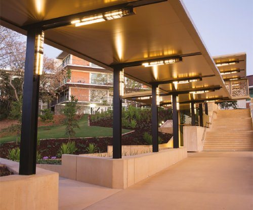Queensland Uni adds golden touch to walkway - BlueScope case study